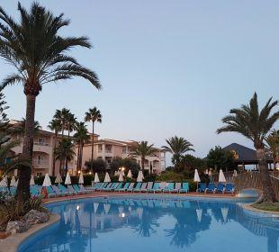 Blick auf den Pool Playa Garden Selection Hotel & Spa
