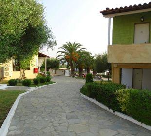 Weg zu den Zimmern Acrotel Elea Village