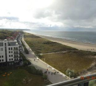Blick aus dem 10. Stock nach Westen a-ja Warnemünde. Das Resort.