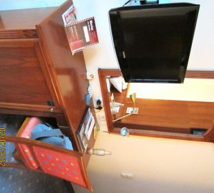 Schreibtisch, TV, Minibar Hotel Capricorno