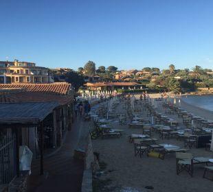 Gästestrand mit Hotel und Bar Hotel Baia Caddinas