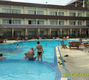 Pool mit Zimmertrakt Hotel Pattaya Garden