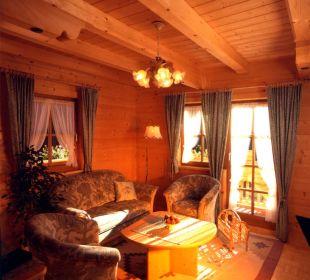 Gemütliches Wohnzimmer aus Tannenholz Apartment Hotel Bio-Holzhaus Heimat