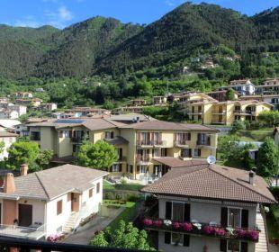 Blick vom Zimmer auf die Berge Hotel Bellavista