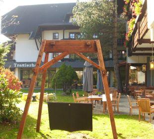 Der Garten mit Schwebeliege Hotel Trattlerhof
