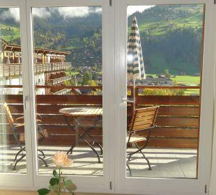 Blick auf den Balkon der Junior Suite Nr. 403 Lenkerhof gourmet spa resort