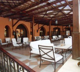 Terrasse mit Aussicht zum Pool Sensimar Makadi Hotel
