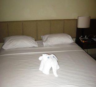 Bett mit Handtuch-Deko Hotel Bali Agung Village