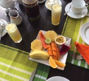 Frühstück auf der Terrasse Amal Villa