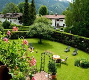 Blick vom Zimmer in den Garten Gästehaus Hotel Garni Zibert