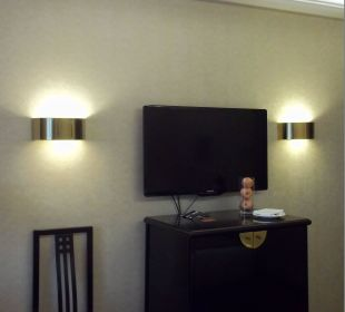 Fernseher und Minibar Kempinski Hotel Beijing Lufthansa Center