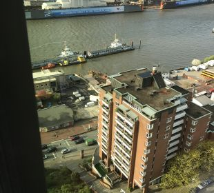 Ausblick Empire Riverside Hotel Hamburg