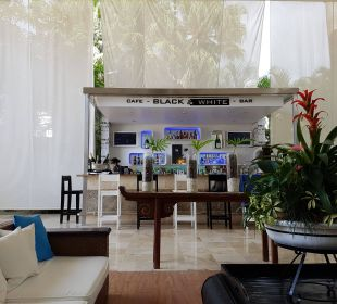 Black&White Bar( diese war aber kostenpflichtig) Hotel BlueBay Villas Doradas Adults Only