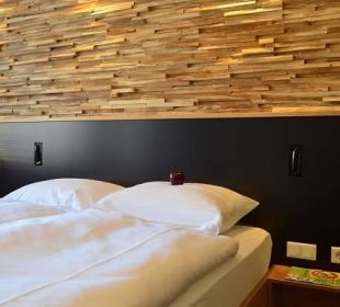 Warme Holzelemente sorgen für Wohlfühlatmospäre Hotel FIVE