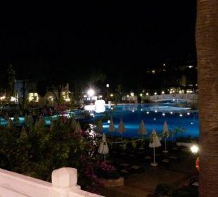Vom Mainrestaurant Topkapi auf den Pool (Terrasse) Hotel WOW Kremlin Palace