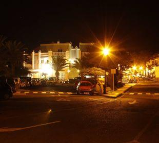 Straße vorm Hotel bei Nacht Hotel Gran Rey