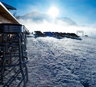 Winter Eisbar & Liegestühle Hotel Mohnenfluh