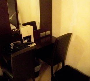Tisch und Spiegel Hotel Cosimo de Medici