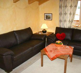 Wohnbereich mit Ledercouch Ferienwohnung Haus Rosenrot