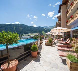Panorama-Terrasse Hotel Cervosa
