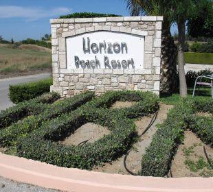 Eingang mit Logo des Hotels Hotel Horizon Beach Resort