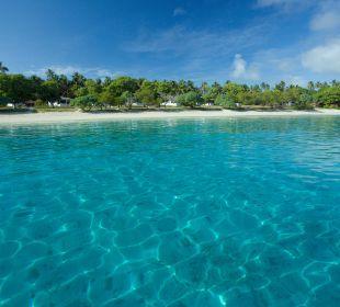 Blick vom Meer auf das Resort Sandy Beach Resort Tonga