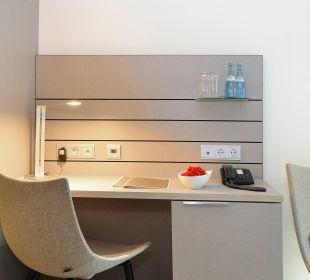 Schreibtisch Standardzimmer Schlosshotel Monrepos