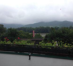 Ausblick von der Terrasse auf die Donau Gartenhotel Pfeffel
