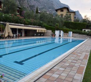 Pool mit Snackbar Hotel Caravel