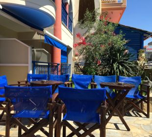 Treffpunkt der Urlauber vor dem Hotel Hotel Apollon