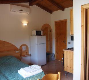 Studio - Blick zur Tür Hotel L'Olivara Villaggio