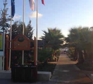 Weg zum Strand Hotel Royal Dragon