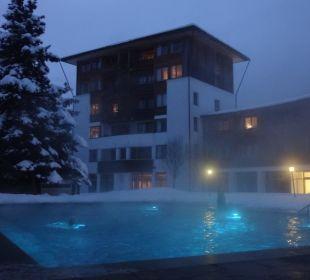 Eintauchen im Schnee und ins 30 Grad warme Wasser  Hotel Die Post