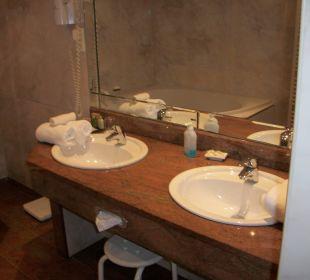 Waschtisch im Bad, noch nicht belegt. Ringhotel Zum Stein