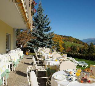 Panorama Terrasse zum Frühstücken und Abendessen Hotel Dolomitenblick