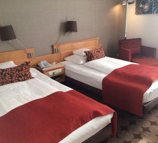 Doppelzimmer mit getrennten Betten Mövenpick Hotel Nürnberg Airport