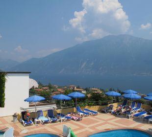 Pool mit Blick zum See Hotel Cristina