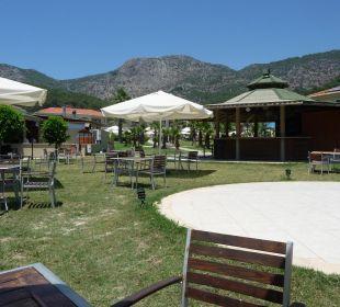 Rechts die Poolbar, Blick zum Pool The One Club Hotel