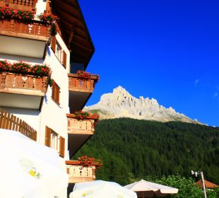 Das Piccolo mit Aussicht von der Terrasse Piccolo Hotel Obereggen