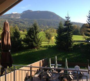 Blick aus dem Wohnzimmer in die Berge Apartments Ferienparadies Alpenglühn