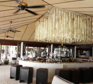 Bar direkt neben der Rezeption Lily Beach Resort & Spa