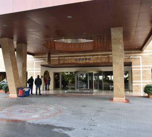 Eingang Hotel Seamelia Beach Resort
