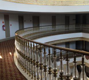 Flur zu den Zimmern in der 4. Etage Hotel Side Crown Palace