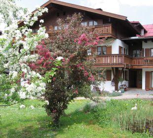 Unser Gästehaus Thannheimer im Frühjahr Ferienwohnungen Thannheimer