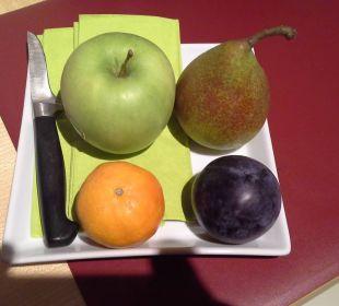 Obstteller auf dem Zimmer. Vielen Dank. Hotel Uhu Köln