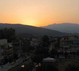 Sonnenuntergang gleich hinter Olymp Evdion Hotel