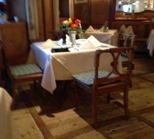 Tisch mit Originalbestuhlung Hotel Krallerhof