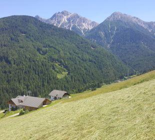 Blick vom Außenpool Kronplatz-Resort Berghotel Zirm
