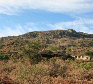 Blick vom Tal auf die Lodge