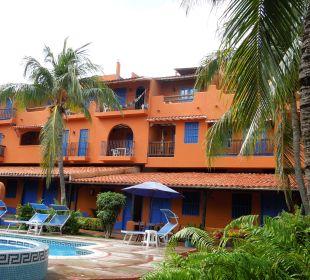 Pool mit Hotelgebäude Hotel Costa Linda